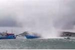 Vòi rồng hung tợn càn quét biển, nhấn chìm tàu cá ở Phú Quốc