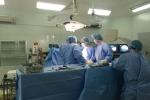 Manh kính vo dam thung tim, nguòi dàn ong bị tràn 2.000 ml máu vào phỏi hinh anh 1
