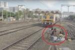 Clip: Thanh niên kẹt chân vào đường ray, được bạn giải cứu ngoạn mục