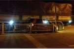 Xe tải tông xe con, 3 người đập cửa kính thoát thân trong đêm ở Huế