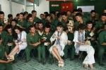 Ky Duyen, Hoang My hao hung giao luu cung chien si Tay Ninh hinh anh 7