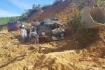 Sập mỏ đất ở Hà Tĩnh, tài xế mắc kẹt trong xe tải bị vùi lấp