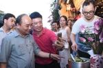 Thủ tướng ra phố cổ trò chuyện với du khách ở Hội An