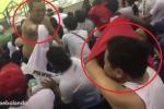Clip gây sốt: CĐV Việt Nam, CĐV Philippines đổi áo cho nhau giữa trận bán kết