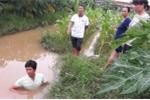 Mẹ vớt xác con chết bất thường dưới mương nước: Công an vẫn đang chờ kết quả giám định