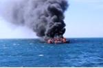 Tàu cá bốc cháy giữa khơi, 11 ngư dân Quảng Nam nhảy xuống biển thoát thân