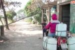 Video: 'BOT làng' thu phí qua cầu của dân suốt 18 năm qua ở Hà Nội