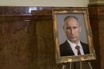Tòa nhà chính quyền bang Colorado treo ảnh ông Putin thay vì ảnh ông Trump