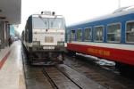 Bão số 10 tàn phá miền Trung: Đường sắt dừng hàng loạt đoàn tàu