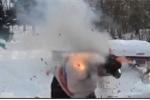 Đeo pháo quanh người rồi đốt, người đàn ông bị nổ văng hàng mét