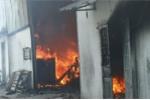Lửa thiêu rụi công ty sản xuất đồ gỗ ở Bình Dương sau tiếng nổ lớn
