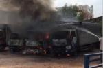 Bãi xe ở TP.HCM cháy ngùn ngụt chiều 30 Tết, nhiều ô tô tải bị thiêu rụi