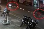 Clip: Xe máy trượt trên mặt đường tóe lửa đêm Trung thu