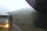 Clip: Container vượt ẩu kiểu 'giết người', suýt gây họa trên đèo mù sương