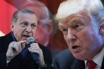 Video: Người dân Thổ Nhĩ Kỳ tức giận, đập nát iPhone phản đối Tổng thống Trump
