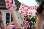 Trung ve Croatia duoc ruoc bang xe ngua khi ve que hinh anh 12