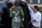 Thăm trẻ nhập cư, bà Melania Trump mặc áo có dòng chữ gây tranh cãi