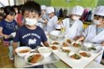 Video: Mục sở thị bữa ăn kiểu mẫu của học sinh Nhật Bản