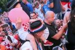 Trung ve Croatia duoc ruoc bang xe ngua khi ve que hinh anh 6