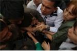Video: Hàng trăm thanh niên lao vào tranh giành manh chiếu mong sinh con trai ở hội 'Đúc Bụt' Vĩnh Phúc