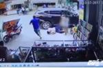 Video: Đang đi bộ bị ô tô hất văng, 4 người thương vong