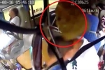 Clip: Bị đá rơi vào người gãy 4 xương sườn, tài xế nén đau cứu mạng 14 hành khách