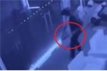 Clip: Trộm dùng xà beng đục két sắt nhà dân mùa World Cup