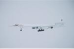 Video: Thiên nga trắng Tu-160 'xé toạc' màn sương, bay ở độ cao cực thấp