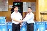 Nhân dân vùng lụt Nam Phương Tiến đón nhận hệ thống máy lọc nước từ Tập đoàn Tân Á Đại Thành
