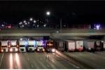 Video: 13 xe container dàn hàng trên cao tốc ngăn người nhảy cầu tự tử