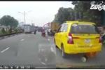 Bất chấp hiệu lệnh, lái xe đánh võng trốn cảnh sát trên phố