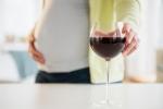 Uống rượu khi mang bầu, thai nhi sẽ bị mũi hếch và ngắn?