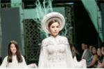 Hoa hậu Hoàng Dung gây ấn tượng trên sàn diễn thời trang