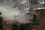 Clip: Mưa lớn tấn công, hàng loạt nhà cao tầng đổ sập trong tích tắc