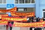 Hỏa hoạn liên tiếp xảy ra, dân chung cư căng băng rôn cầu cứu ở Nghệ An