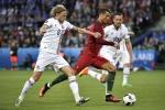 Tin tức Euro 15/6: Cầu thủ Iceland năn nỉ xin đổi áo với Ronaldo
