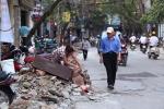 Hà Nội dẹp 'cướp' vỉa hè: Người đi bộ vẫn bị đẩy xuống lòng đường