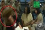 Clip: Tù nhân đánh nữ luật sư khi đang chờ xét xử