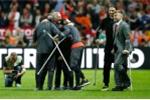 Biệt đội chống nạng của MU vô địch Europa League khiến fan rưng rưng nước mắt