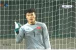 Thủ môn Bùi Tiến Dũng sau trận thắng lịch sử của U23 Việt Nam được bao cô gái kiếm tìm