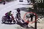 Clip: Ngã sấp mặt trên đường chạy trốn, tên cướp giật dây chuyền vẫn tẩu thoát