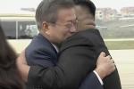 Video: Lãnh đạo Kim Jong-un và Tổng thống Moon Jae-in ôm nhau nồng hậu ở sân bay