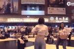 21 bà bầu rủ nhau 'quẩy tưng bừng' giữa Trung tâm thương mại gây chú ý
