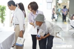 Bệnh viện Nội tiết Trung ương thăm khám miễn phí, tặng quà bệnh nhân