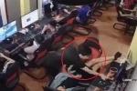 Clip: Chơi game trong quán net, nổi lòng tham 'chôm' điện thoại của khách ngủ gật