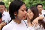 Ảnh: Nữ sinh THPT Việt Đức khóc nức nở ngày chia tay cuối cấp