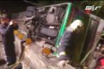 Xe buýt lật nhào trên cao tốc, 32 người chết thảm
