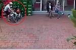 Clip: Siêu trộm bẻ khóa xe máy trước mặt mọi người, không ai nhận ra