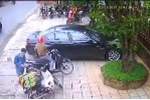 Phẫn nộ clip 2 thanh niên đi SH trộm 3 thùng bia của người giao hàng