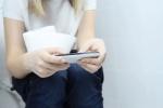 Dùng điện thoại trong nhà vệ sinh nguy hiểm thế nào?